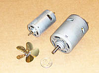 Name: MOTOR1.jpg Views: 223 Size: 72.3 KB Description: Motor on the right is the 975, on the left is a 555 train motor, the 5 blade 50 mm prop and $ 0.25