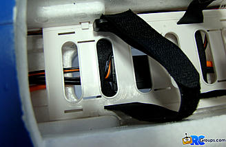 <b>Battery straps hung up on ESC wiring.</b>