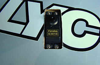 <b>Futaba 3010 servos fit perfect.</b>