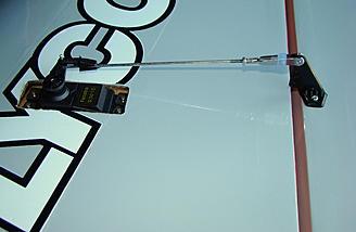 <b>Aileron control horn used longest screws.</b>