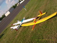 Name: DSCI0029.jpg Views: 536 Size: 153.0 KB Description: I used a separate servo in each wing for spoiler actuation.