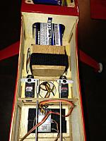 Name: Stik 05.jpg Views: 59 Size: 131.3 KB Description: Looking forward - battery box aft end is secured with a velcro strap.