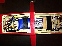 Name: Stik 06.jpg Views: 67 Size: 121.2 KB Description: Battery installed - takes up most of the space in front of the servos.
