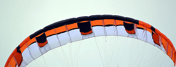 This wing inflates easy, penetrates well in strong winds.