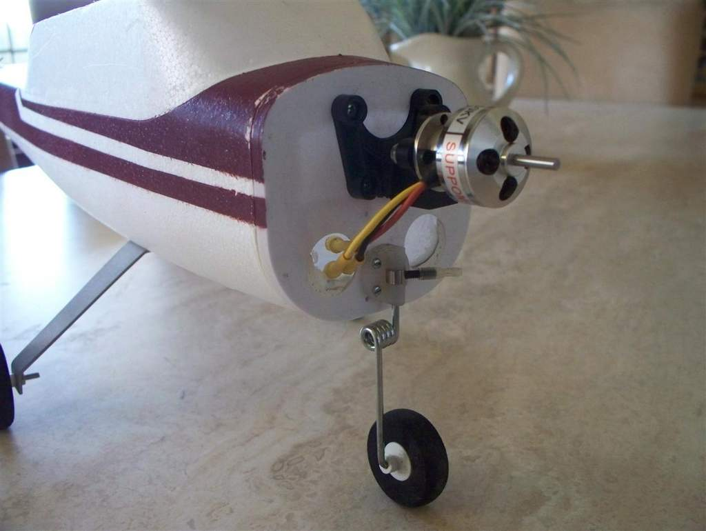 Name: cessna motor and gear.jpg