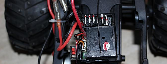 "The ""brains"" of the P949 are a far cry from the old time mechanical speed control and servo, although I wish that the power switch were in a better location. Note the five-wire servo plug."