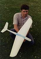 Name: Image5.jpg Views: 193 Size: 87.0 KB Description: Barrie Lever holding my first F5D model