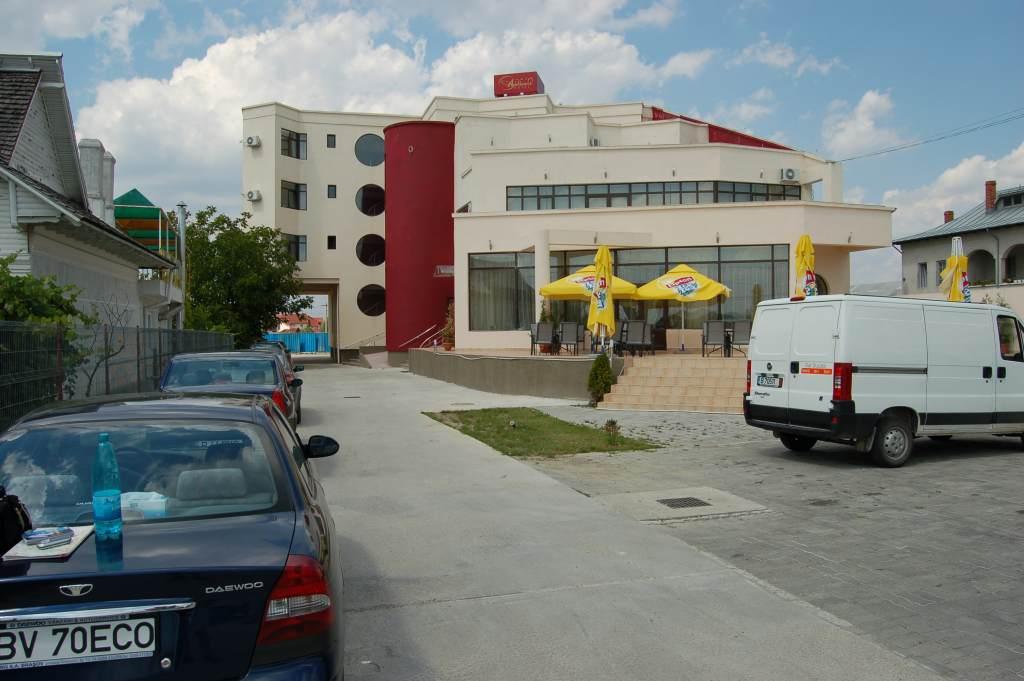 Name: DSC_0001.jpg Views: 610 Size: 78.1 KB Description: THe hotel