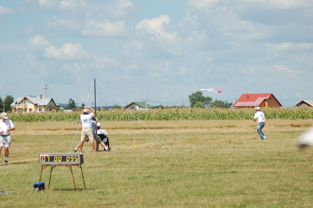 Name: DSC_00022006-08-23_10-29-07.jpg Views: 909 Size: 83.3 KB Description: Steve launches Thomas's Avionik in round 4