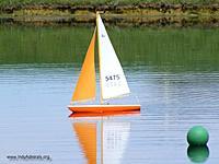 Name: SeptemberRegatta2012 008R.jpg Views: 73 Size: 75.7 KB Description: Scott's V-32 rounding the mark.