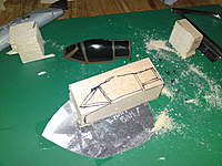 Name: DSC00536.jpg Views: 94 Size: 105.3 KB Description: Cutting the balsa block to the right dimensions by sketching the right form on the wood