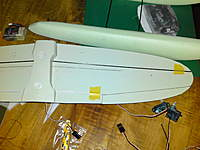 Name: DSC00559.jpg Views: 112 Size: 82.1 KB Description: Carbon rods for reinforcement of the wings (note that tape has been removed) and tubing at underside of the wing for aileron control rods.