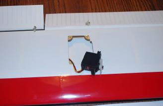 Here I used the JR MN-48 sport servos for the ailerons.